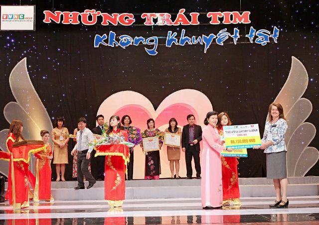 cac-nha-tai-tro-nhan-ky-niem-chuong.JPG